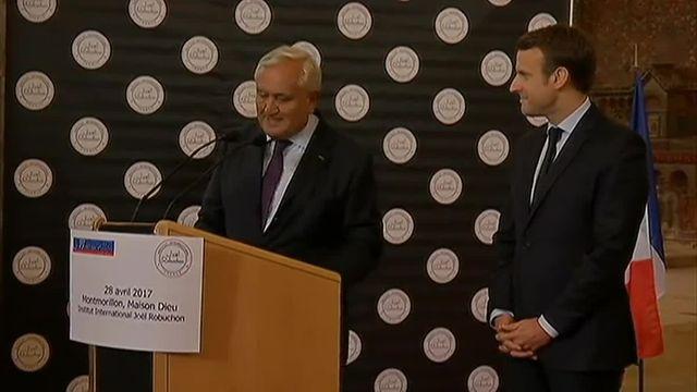 Raffarin reçoit Macron chez lui dans la Vienne à Montmorillon