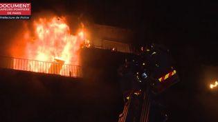 Incendie d'un immeuble jouxtant le CHU de Créteil (Val-de-Marne), mercredi 21 août. (FRANCE 3)