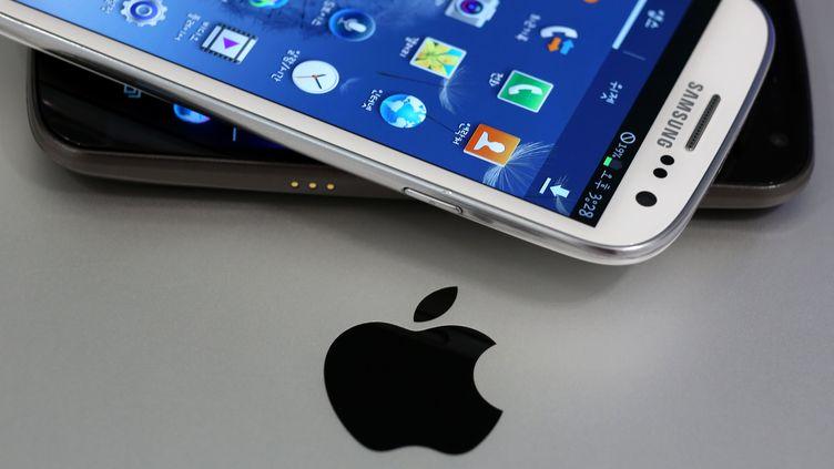 Au niveau mondial, Samsung est crédité de quelque 30% de part de marché en 2012. Apple est deuxième (19%). (SEONG JOON CHO / BLOOMBERG)