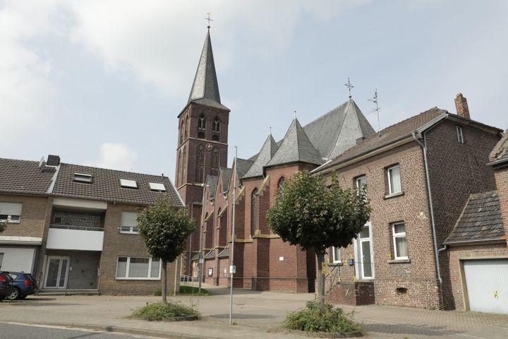 Le village de Keyenberg (Allemagne), menacé de destruction du fait de l'extraction de lignite à Garzweiler. (VALENTINE PASQUESOONE / FRANCEINFO)