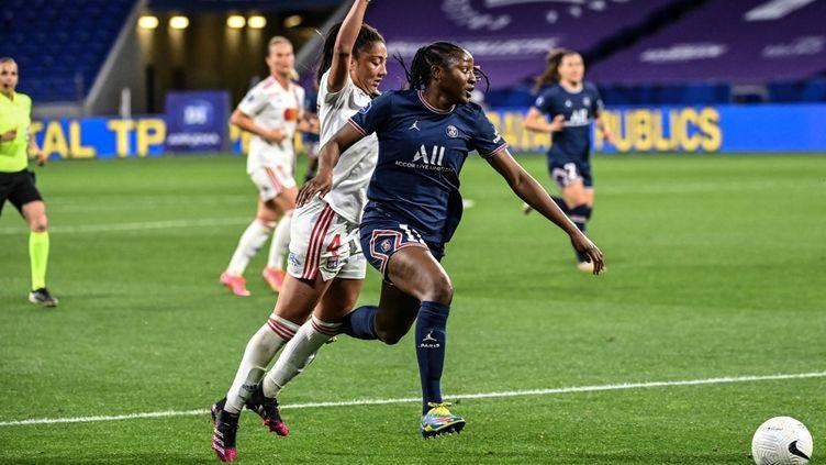 L'attaquante du Paris Saint-Germain, Kadidiatou Diani, lors du choc OL-PSG, le 30 mai 2021. (OLIVIER CHASSIGNOLE / AFP)