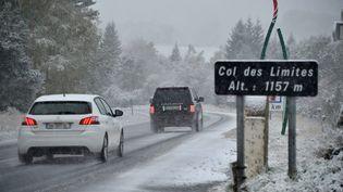 La première chute de neige de la saison sur les monts du Forez (Loire), le 15 octobre 2015. (  MAXPPP4)