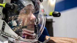 """L'astronaute de l'ESA Thomas Pesquet, à Houston au Texas le 19 juin 2020, s'entraîne en prévision de la mission """"Alpha"""" de l'ISS prévue pour le printemps 2021. (BILL STAFFORD / NASA / AFP)"""