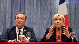 Marine Le Pen annonce que Nicolas Dupont-Aignan sera son son Premier ministre si elle est élue présidente de la République, le 29 avril 2017. (GEOFFROY VAN DER HASSELT / AFP)