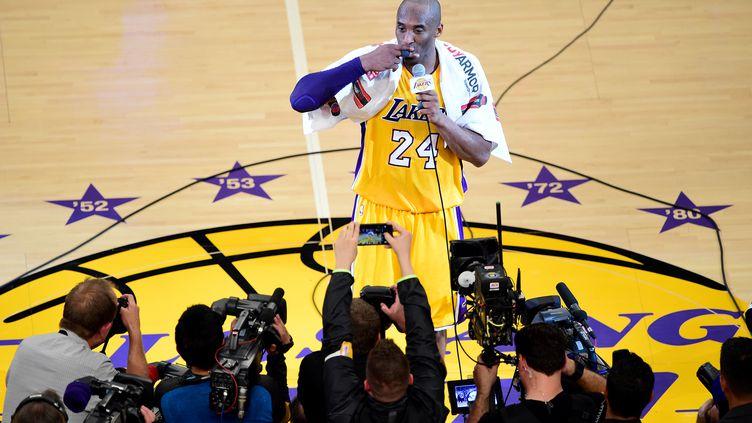 Kobe Bryant s'est exprimé à l'issue du dernier match de sa carrière (FREDERIC J. BROWN / AFP)