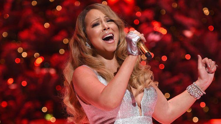 Mariah Carey sur la scène du Beacon Theatre de New York le 15 décembre 2014.  (Dimitrios Kambouris / Getty Images / AFP)
