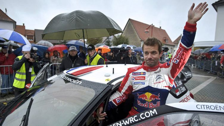 Sous la pluie alsacienne, Sébastien Loeb salue le public