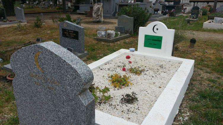 Une tombe du carré musulman du cimetière de Montfavet à Avignon (illustration). (PHILIPPE PAUPERT / RADIOFRANCE)