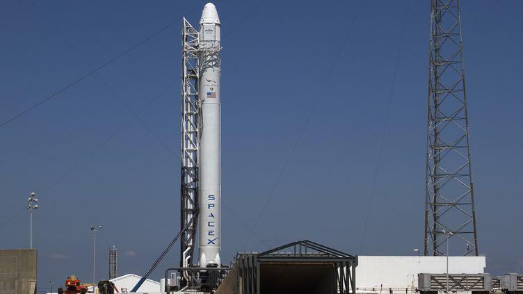 La fusée Falcon 9 de SpaceX sur la base aérienne de Cap Canaveral (Floride, Etats-Unis) le 18 mai 2012. (MICHAEL BROWN / REUTERS)