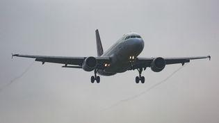 Un avion de Brussels Airlines décolle de l'aéroport de Zavantem à Bruxelles (Belgique), le 1er décembre 2017. (NICOLAS ECONOMOU / NURPHOTO / AFP)