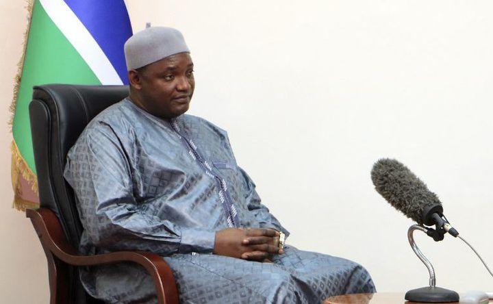 Président depuis le début de 2017, Adama Barrow doit faire face à une situation difficile. (Lamin KANTEH / AFP)