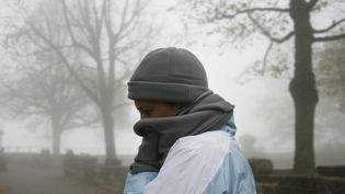 Un touriste au Mont Sainte-Odile, à Ottrot (Bas-Rhin), le 24 octobre 2007. (OLIVIER MORIN / AFP)
