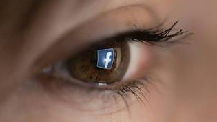 Chez Facebook,les standards de la communautéinterdisent les discours de haine sur le réseau social. (CHRISTOPHE SIMON / AFP)