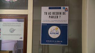 Une ligne d'écoute gratuite, anomyme et confidentielle pour aider les étudiants en détresse psychologique. (France 3)