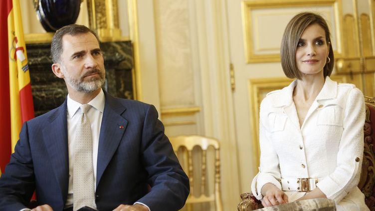 Le roi Felipe d'Espagne et la reine Letizia de passage au Sénat le 3 juin 2015 (ALLARD / SIPA)