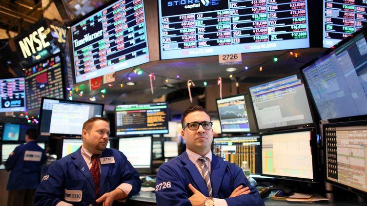 Des traders, à New York (Etats-Unis), le 5 janvier 2015. (YANA PASKOVA / GETTY IMAGES NORTH AMERICA / AFP)