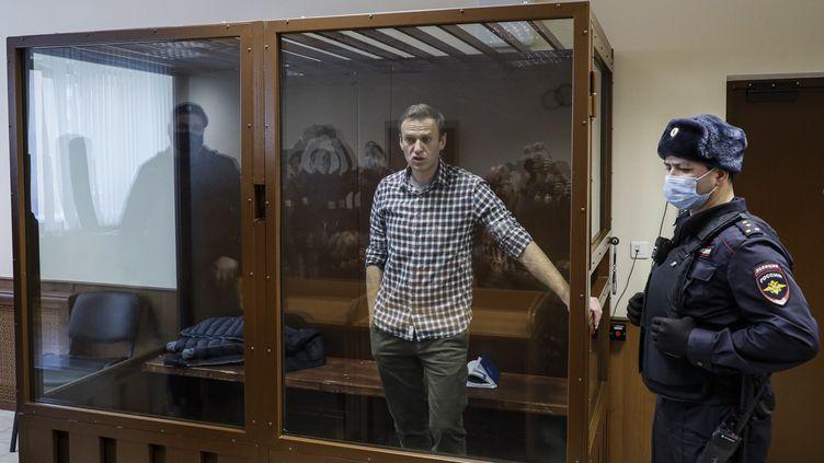 Alexei Navalny lors de son procès à Moscou (Russie) le 20 février 2021 (YURI KOCHETKOV / EPA)