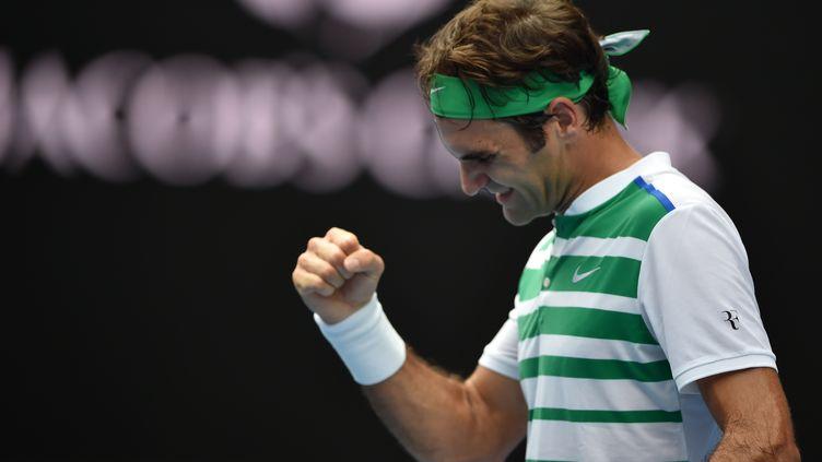 Roger Federer célèbre sa victoire face à l'Ukrainien Alexandr Dolgopolov au second tour de l'Open d'Australie.  (PETER PARKS / AFP)