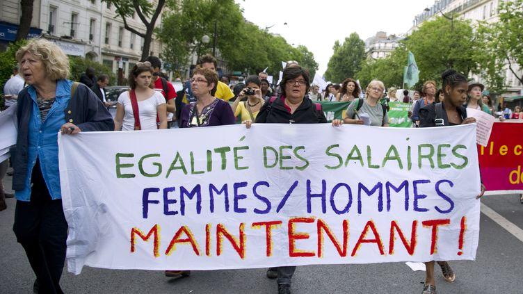 Une manifestation pour l'égalité des salaires entre les hommes et les femmes, en 2011, à Paris. (MIGUEL MEDINA / AFP)