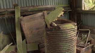 Dans l'Oise, une ancienne décharge de produits inquiète les habitants de Saintines. Malgré sa fermeture, certains sont persuadés qu'elle continue de polluer leur environnement, au péril de leur santé. (FRANCE 3)