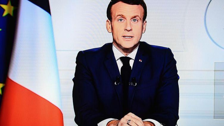Le président de la République, Emmanuel Macron, s'adresse aux Français, le 3 décembre 2020. (CHRISTOPHE ARCHAMBAULT / AFP)
