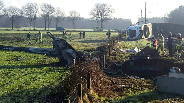 Un train a déraillé à Dalfsen (Pays-Bas), faisant un mort et plusieurs blessés,le23 février 2016. (GINOPRESS / ANP)
