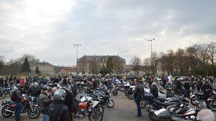 Des motards manifestentcontre lavignette Crit'Air, à Paris, le 16 janvier 2017. (CITIZENSIDE / ALPHA CIT / AFP)