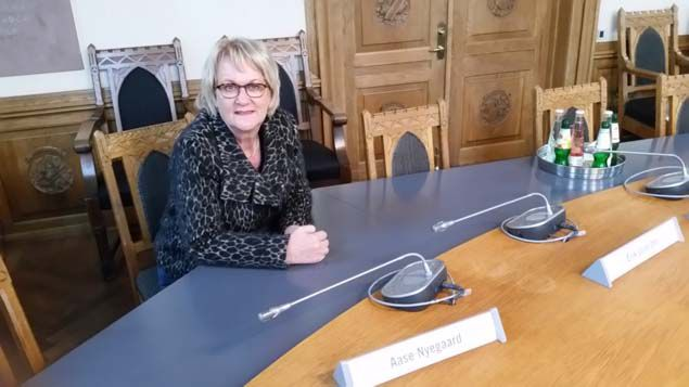 (Aase Nyegaard, adjointe à la mairie et ancienne maire de Sonderborg © RF/Elise Deleve)