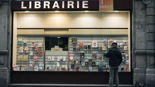 Une librairie à Strasbourg (Bas-Rhin) fermée en raison du confinement, le 30 octobre 2020. (MATHIAS ZWICK / HANS LUCAS / VIA AFP)
