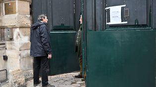 La porte de l'hôtel de Clermont, où se trouvent les bureaux du porte-parole du gouvernement, à Paris, le 6 janvier 2019. (MUSTAFA YALCIN / ANADOLU AGENCY / AFP)