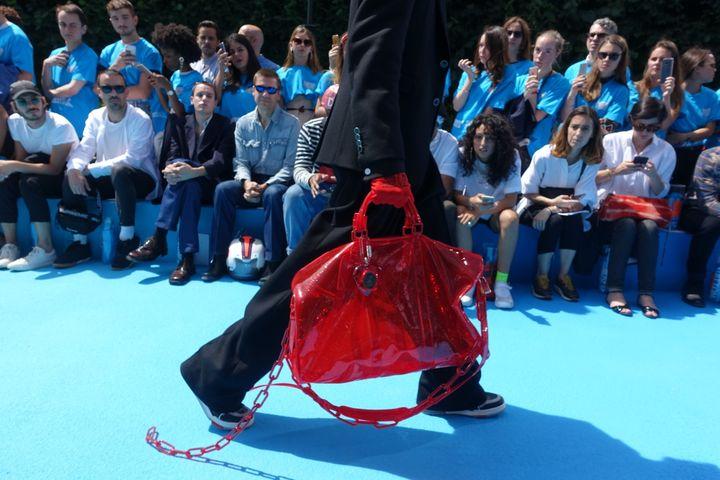 Louis Vuitton printemps-été 2019 : le sac joue la transparence  (Corinne Jeammet)
