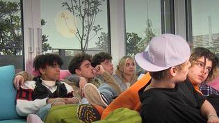 À Milan (Italie), la Defhouse héberge huit jeunes influenceurs dont les vidéos cartonnent sur l'application TikTok. (CAPTURE ECRAN / FRANCEINFO)