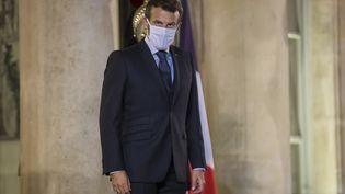 Emmanuel Macron sur le perron du Palais de l'Elysée, à Paris, le 30 septembre 2020 (illustration) (CHRISTOPHE PETIT TESSON / POOL / EPA POOL)