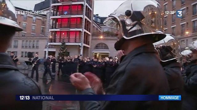 Décès de Johnny Hallyday : les hommages se multiplient partout en France