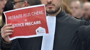 Un avocat lors d'une manifestation contre la réforme des retraites le 9 janvier 2020, à Toulouse. (PASCAL PAVANI / AFP)