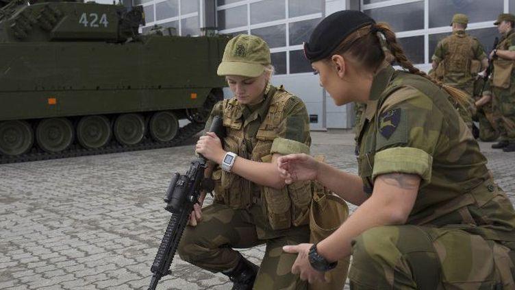 Le premier contingent de jeunes femmes faisant leur service militaire a rejoint les casernes norvégiennes à l'été 2016. (AFP/)
