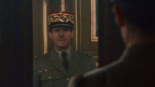"""Charles de Gaulle interprété par Lambert Wilson dans le film """"De Gaulle"""". (CAPTURE D'ÉCRAN YOUTUBE)"""