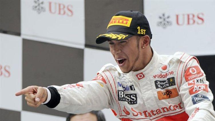 Lewis Hamilton (McLaren) remporte le Grand Prix de Chine devant Vettel et Webber (Red Bull). Il s'imposera également en Allemagne et à Abou Dhabi et terminera la saison à la 5e place.