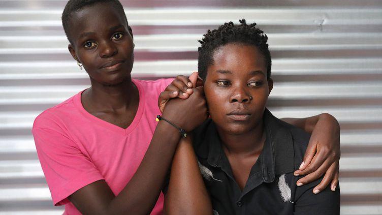 Les réfugiées ougandaises Suzan Nakajiri et Eva Nabagala, membres de la communauté LGBT, dans le camp de Kakuma, le 22 février 2020. (GORAN TOMASEVIC / X90012)