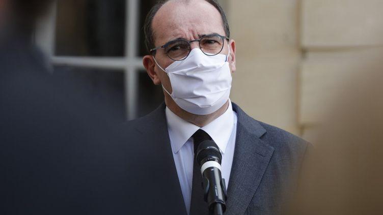 Jean Castex, le 26 octobre 2020, sur le perron de l'Hôtel Matignon à Paris. (GEOFFROY VAN DER HASSELT / AFP)