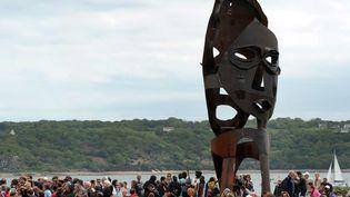 Une sculpture dédiée à la mémoire des esclavages inaugurée à Brest, 10 mai 2015  (FRED TANNEAU / AFP)