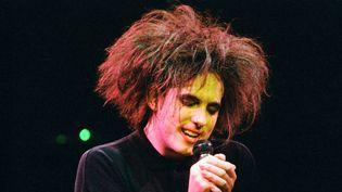 Robert Smith de The Cure en concert au profit de Greenpeace le 25 avril 1986 au Royal Albert Hall de Londres.  (Peter Still / Redferns / Getty Images)