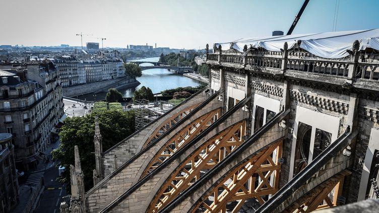 Les arcs-boutants de Notre-Dame de Paris ne sont pas encore stabilisés. (STEPHANE DE SAKUTIN / POOL)