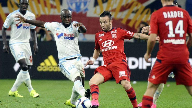Mathieu Valbuena et Lassana Diarra au duel (FRANCK PENNANT / AFP)