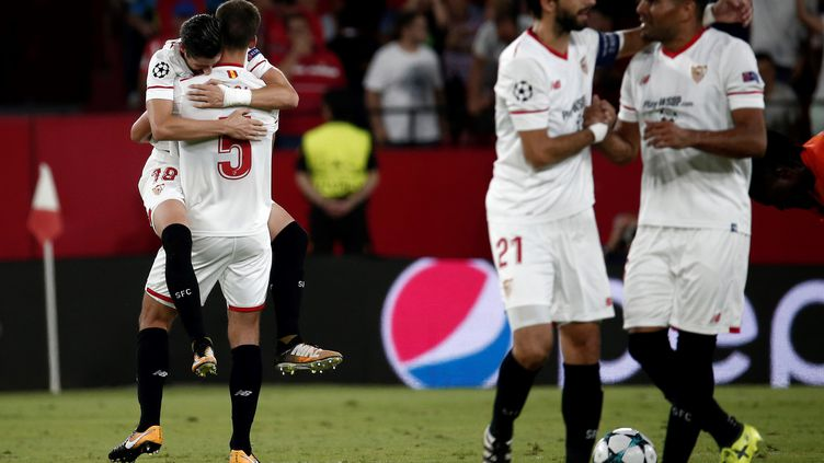 Les joueurs du FC Séville qualifiés pour la phase de groupes de la Ligue des Champions. (BURAK AKBULUT / ANADOLU AGENCY)