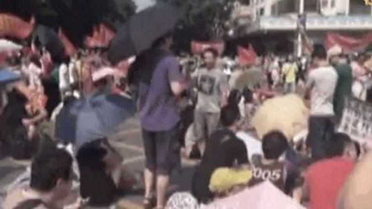 Manifestation àJiangmen, en Chine, contre le projet de construction d'une usine de retraitement d'uranium (capture d'écran). (NTDTV)