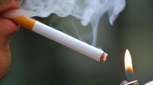 Selon l'OMS, le tabac pourrait être responsable de la mort d'un milliard de personne au XXIe siècle. (ERIC FEFERBERG / AFP)