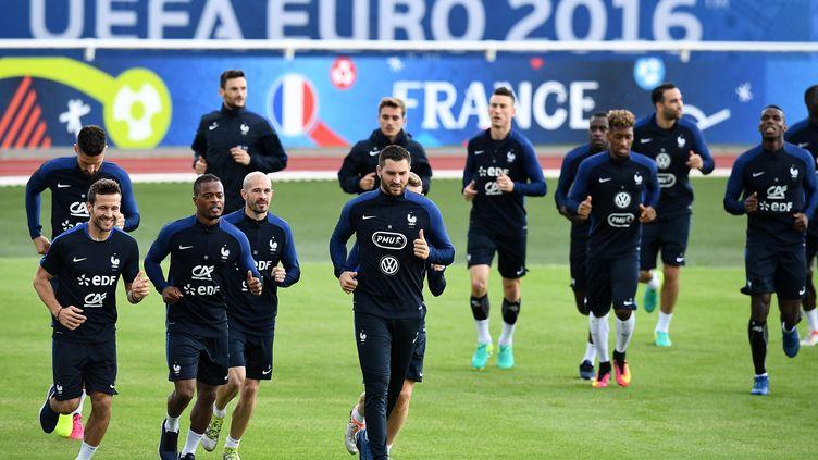 Les Bleus à l'entraînement hier à Clairefontaine. (FRANCK FIFE / AFP)