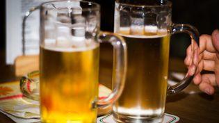 L'homme amis une gifle au patron du bar, avant d'être interpellé. (MAXPPP)