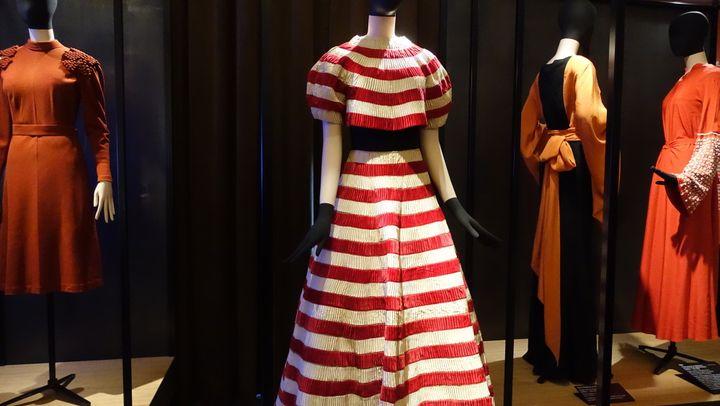 Jeanne Lanvin, figure méconnue du public, sort de l'ombre pour une exposition qui rend hommage à son travail raffiné. A 125 ans, Lanvin est la plus ancienne maison de couture française en activité. L'Israélo-Américain Alber Elbaz en a pris la direction artistique en 2001.  (Corinne Jeammet)